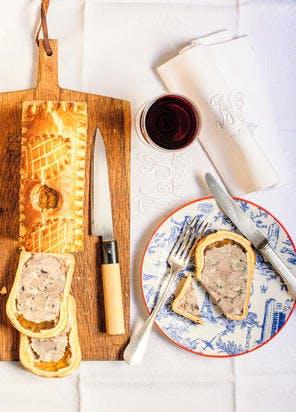 Pâté en croûte au canard et aux olives