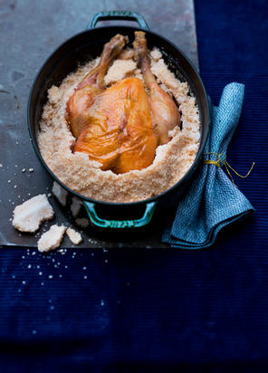Cocotte de chapon en croûte de sel