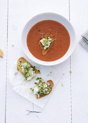 Soupe à la tomate et crostinis