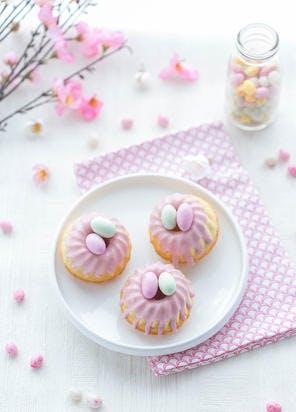 Petits nids roses de Pâques