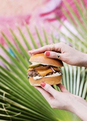 Burger américain au boeuf & vieux cheddar