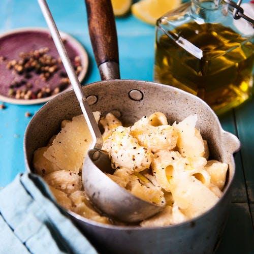 Pipe rigate, sauce fromage au citron et poivre