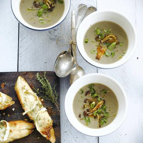 Soupe de champignons, bruschetta au chèvre et au thym