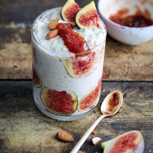 Verrines de yaourt au muesli et aux figues