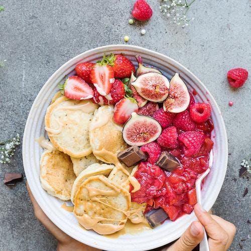 Pancakes bowl à la compote de framboises
