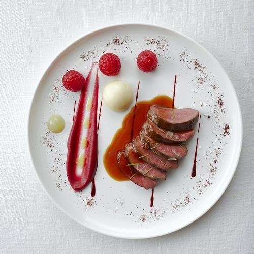 Chevreuil de printemps, betteraves et framboises