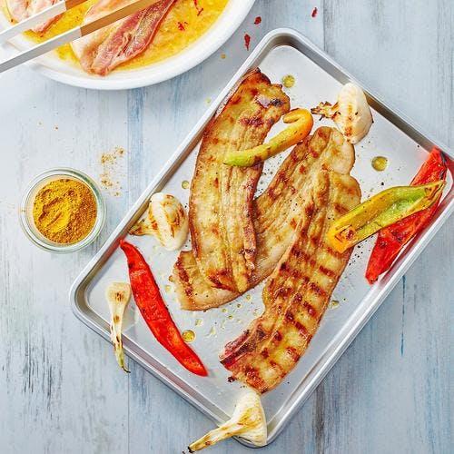 Lard grillé mariné au miel et au curry