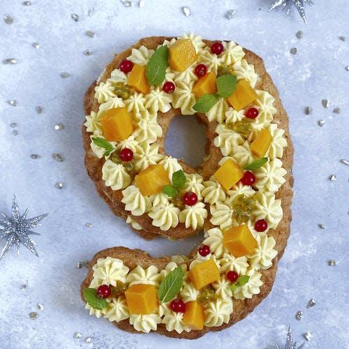 Gâteau chiffre aux fruits exotiques