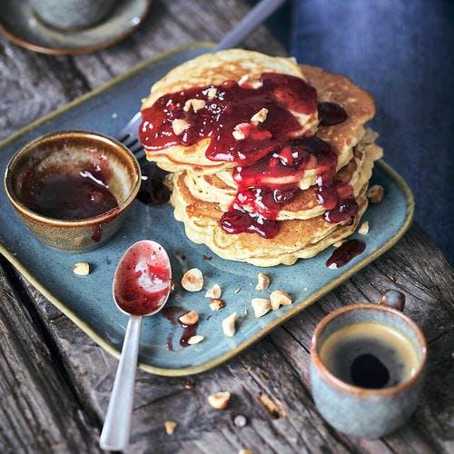 Pancakes de pommes râpées, avoine et airelles