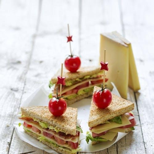 Sandwich B.L.T. (bacon, laitue, tomate) au Gruyère AOP suisse