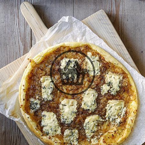 Tarte aux oignons et au fromage bleu | Simple & Bon