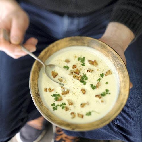 Velouté de chou-fleur et chèvre frais au curry