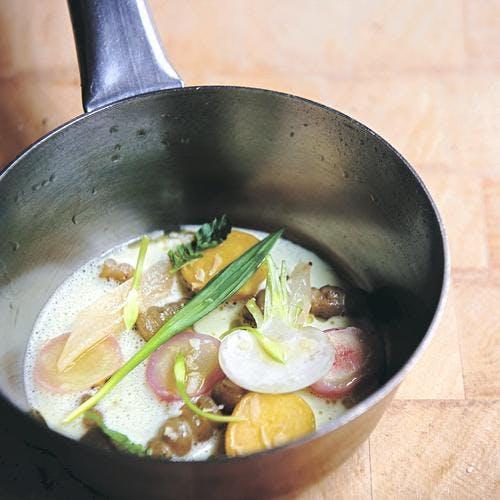 Bouillon de légumes d'hiver au raifort
