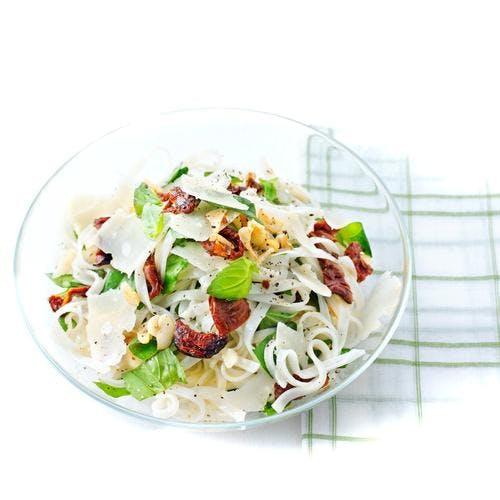 salade de nouilles tomates séchées parmesan basilic