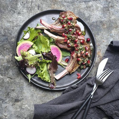 agneau grillé, pesto menthe, grenade pistache