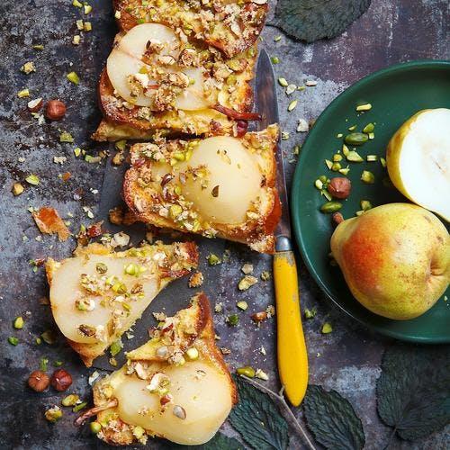 Tarte poires, noisettes et pistaches au pain perdu