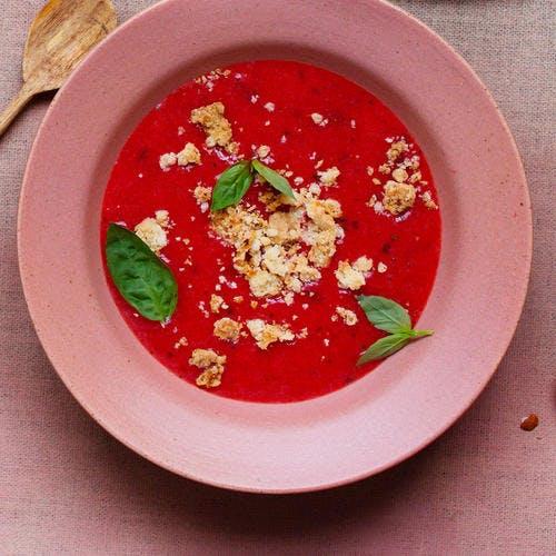 Soupe de fraise au basilic et crumble