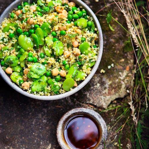 Salade de petits pois et fèves aux céréales