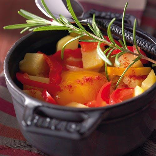 Pommes de terre en cocotte aux poivrons rouges