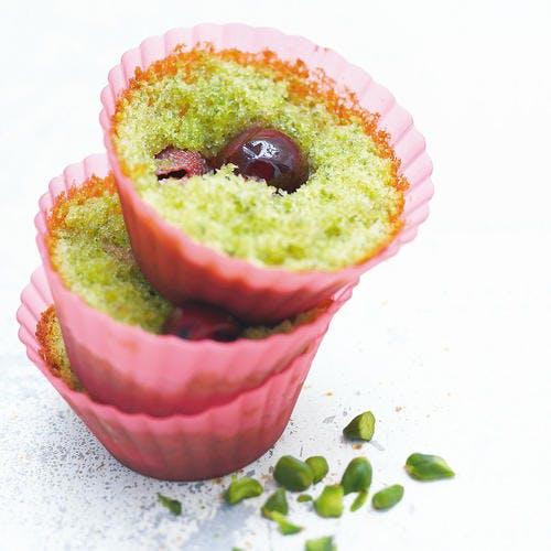 Cupcakes aux pistaches et aux cerises amarena