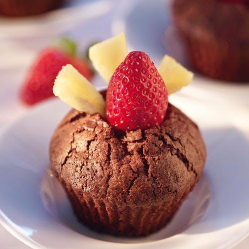 Petits moelleux au chocolat, cœur de fraise