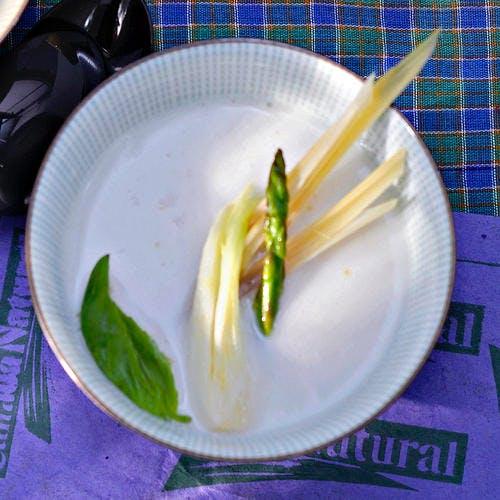 Bouillon thaï de crustacés et d'asperges