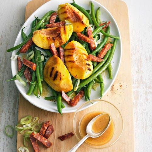 Salade de haricots verts, pêches grillées et chorizo