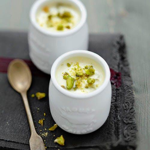 Yaourt au chocolat blanc et pistaches