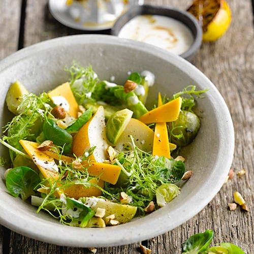 Salade de choux de Bruxelles aux poires et mimolette