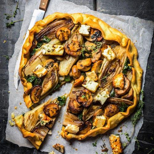 Tarte aux endives, champignons et feta
