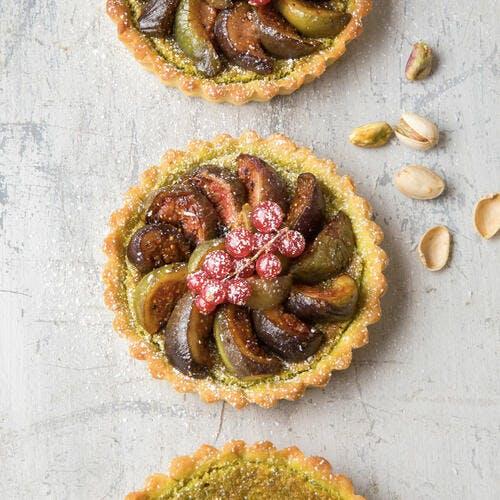 Tartelettes aux figues, pistaches et groseilles