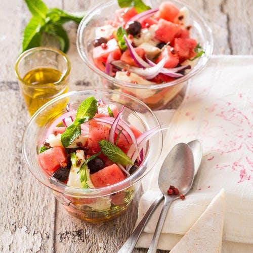 Salade de pastèque, oignons rouges et Reblochon