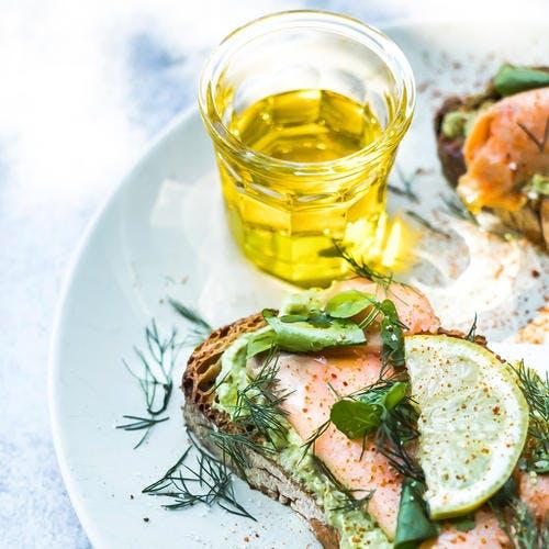 Avocado toast au saumon fumé à l'huile d'olive