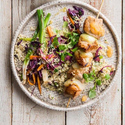 Brochette de porc et salade de quinoa