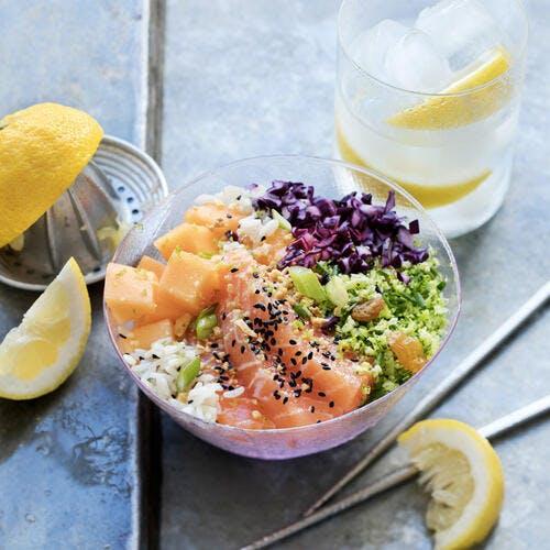 Poke bowl au sashimi de saumon