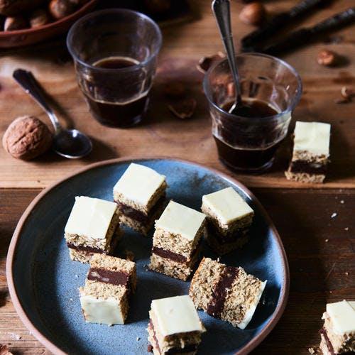 Bouchées de dacquoise à la crème chocolat et café