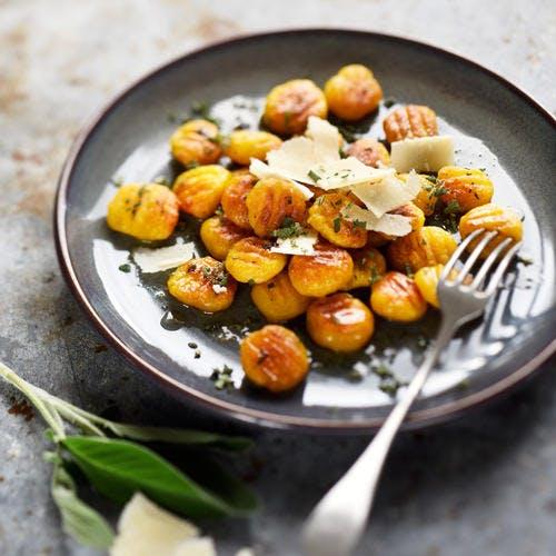 Gnocchis de butternut grillés au beurre de sauge