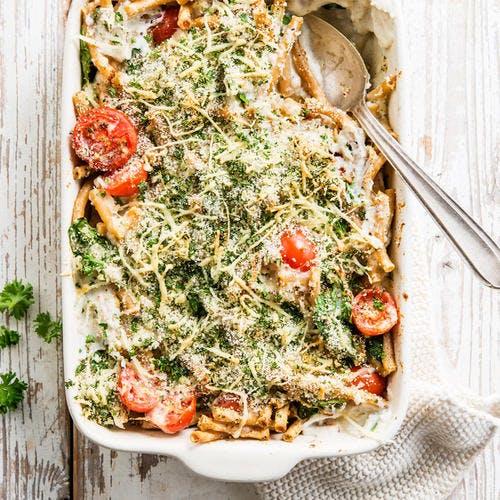 Gratin de macaroni aux brocolis, tomates cerises et parmesan