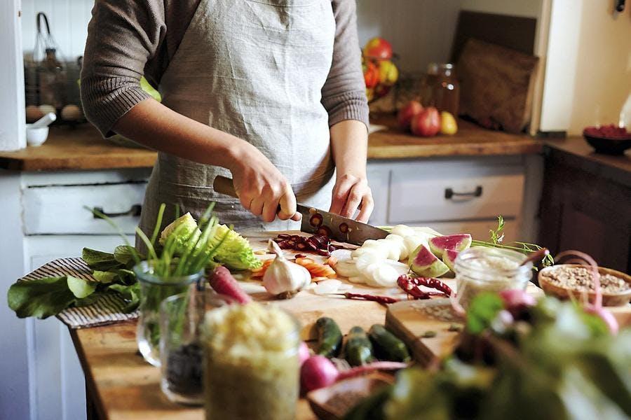 illust-legumes-couteau-tablier-cuisine-cru_is.jpg