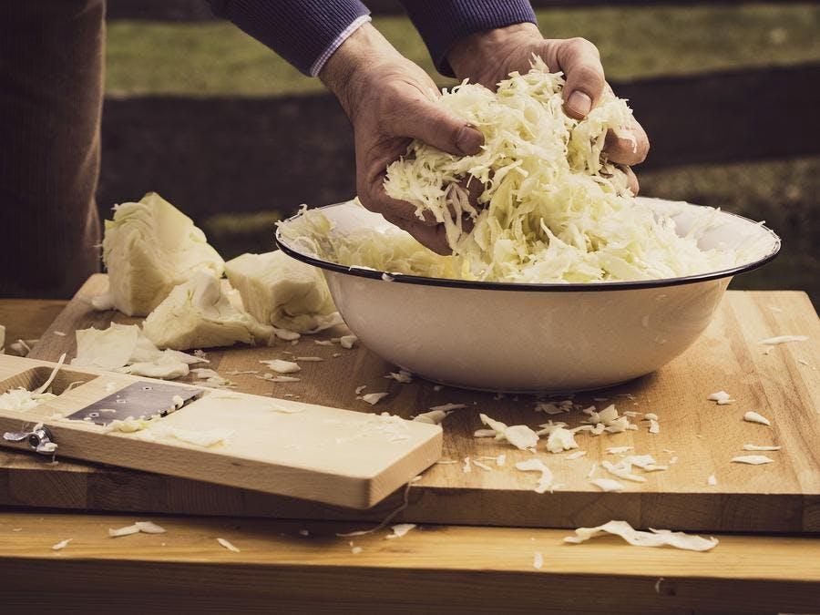 fabrication de la choucroute à la main