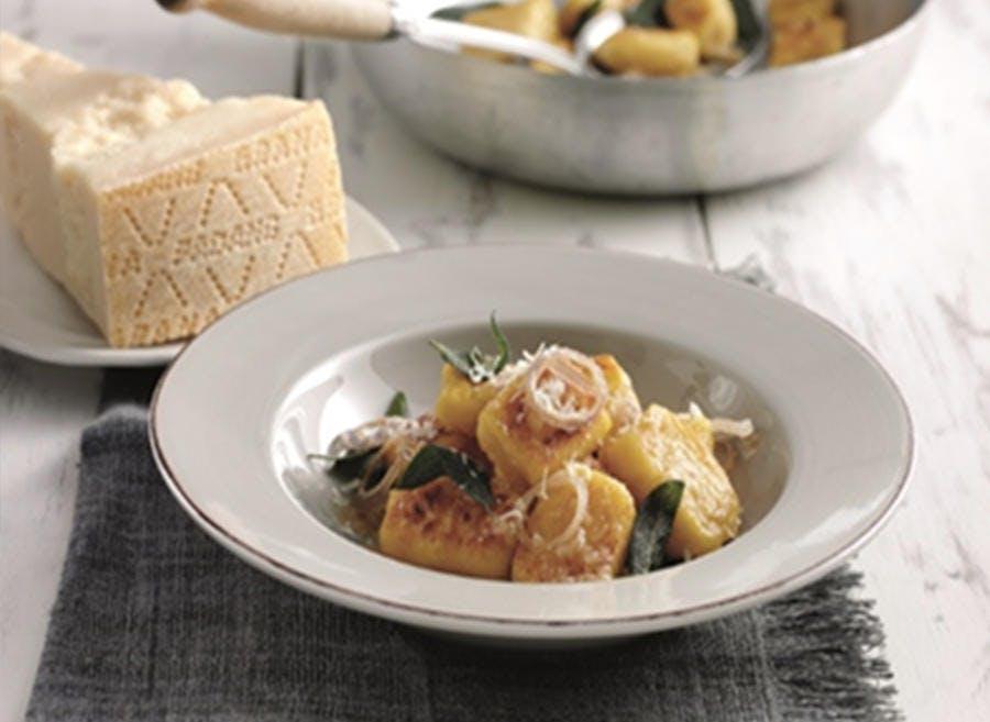 Gnocchis de potiron et Grana Padano à la sauge