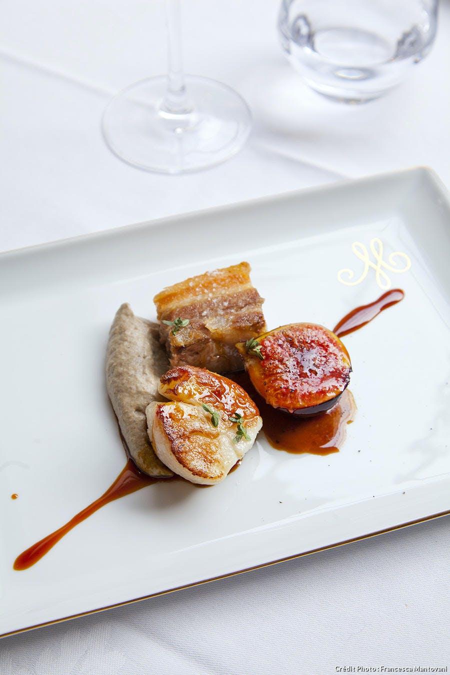 r63_saint-jacques-cote-opale-grillee-poitrine-cochon-confite-mousseline-champignons_fm.jpg