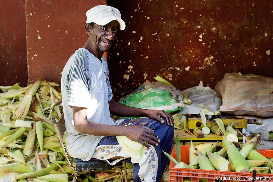 Commerçant sur un marché de La Havane