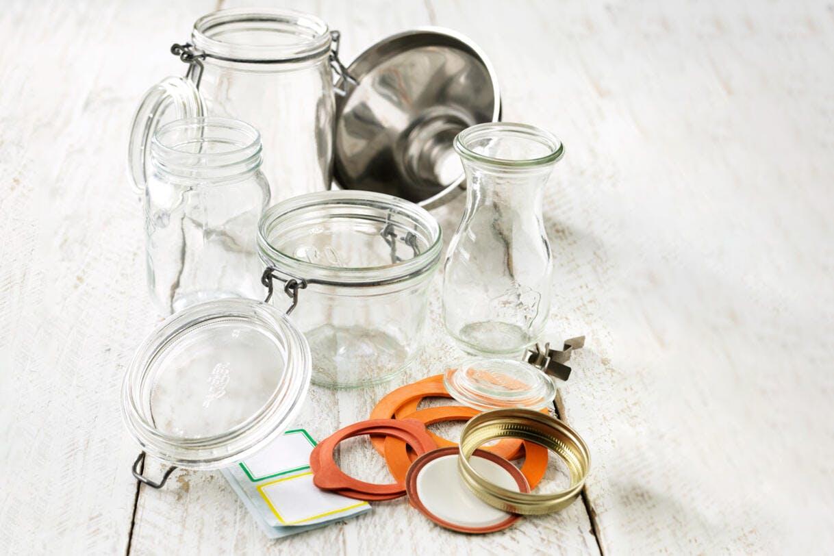 Ustensiles pour préparer des bocaux maison