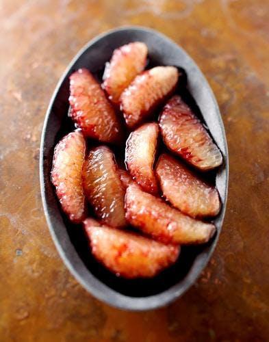 Suprêmes de pamplemousse au sirop de vin rouge