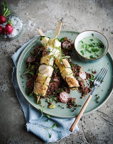 Brochettes de skrei, salade de quinoa et radis