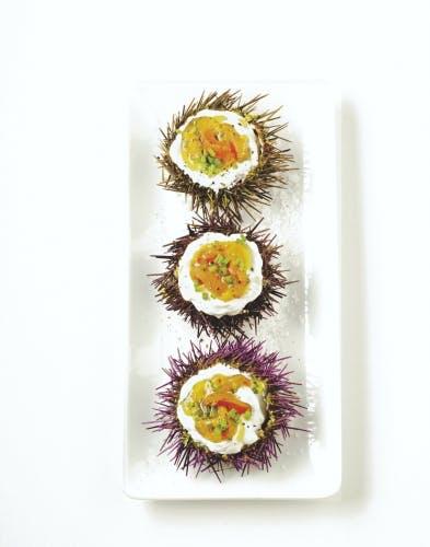 Fruits de mer et crustacés : Pensez à les commander à l'avance et assurez-vous de leur fraîcheur. Pas de langoustines grises, de praries qui baillent ou d'huîtres ouvertes !