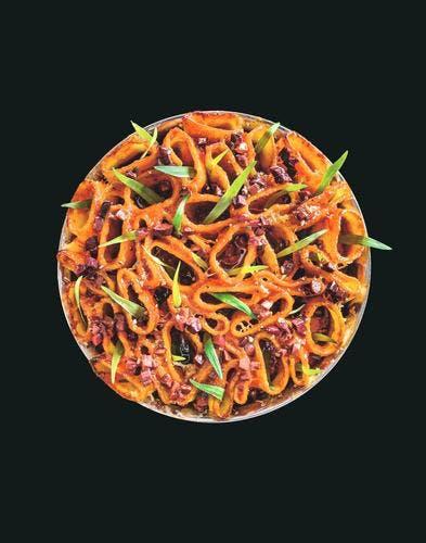Gratin de cannelloni à la tomate, parmesan, olives et estragon