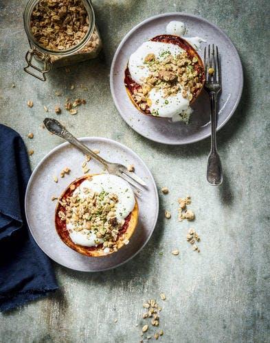 Pomelos rôtis, yaourt et granola au thé matcha