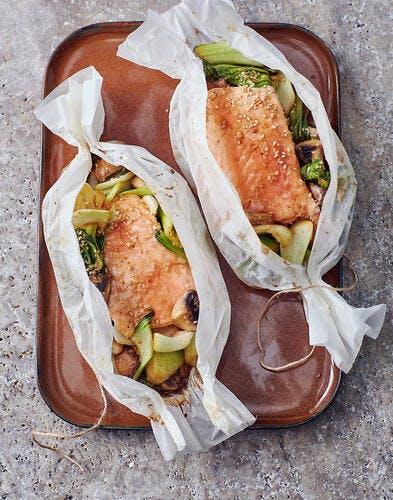 Pavés de saumon en papillotes au chou pak choï